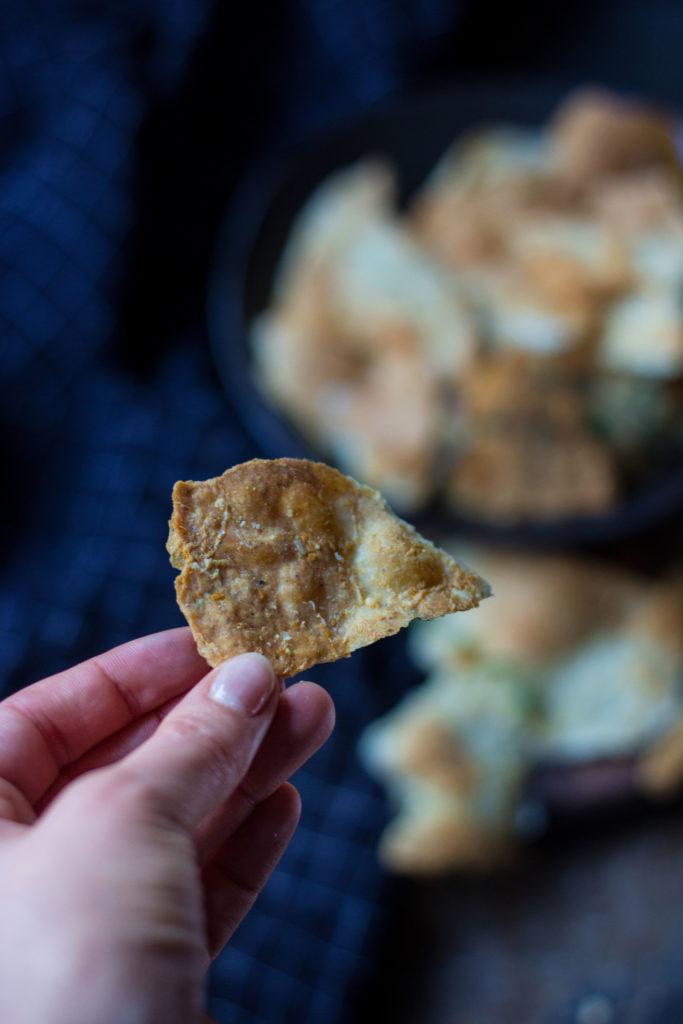 Der perfekte Knabber-Snack: Der würzige Gruyère-Käse und frische Thymian machen diese Cracker soo unglaublich lecker. Schnell und einfach gemacht. Lest das Rezept auf umdentisch.de #partyrezept #partysnack #knabber #cracker #snack #rezept