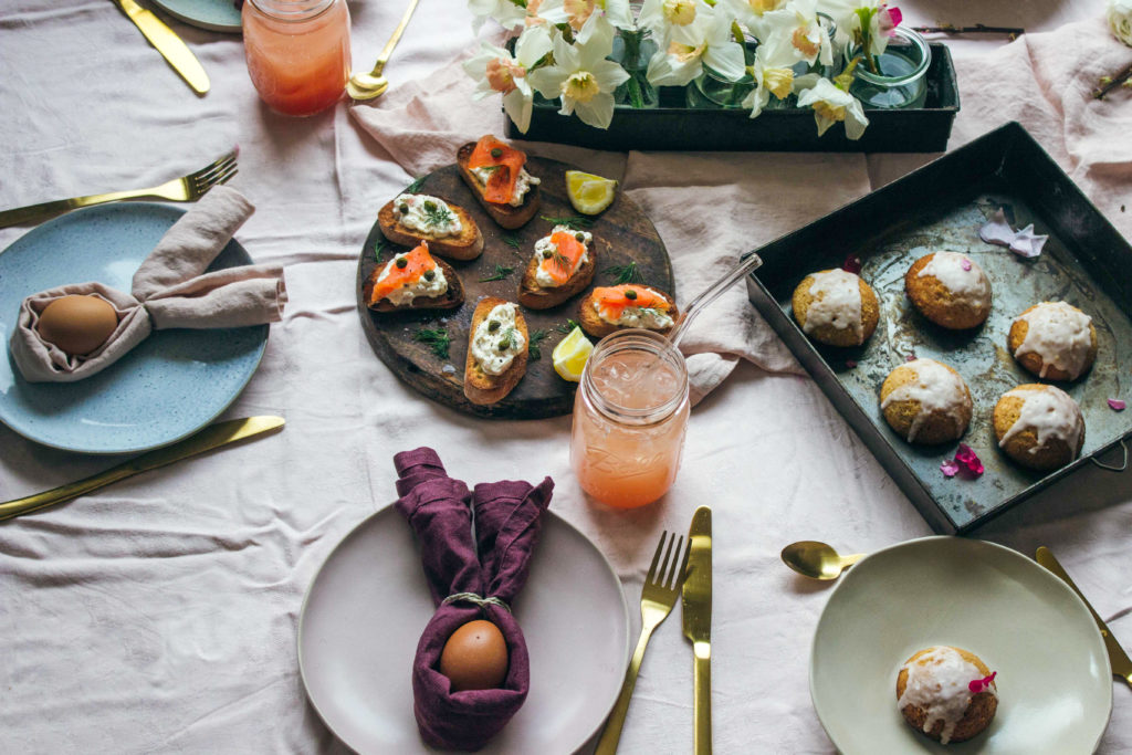 Osterbrunch Rezepte #umdentisch #ostern #rezepte #deko #tischdeko #brunch #lachs #canape #grapefruit sekt